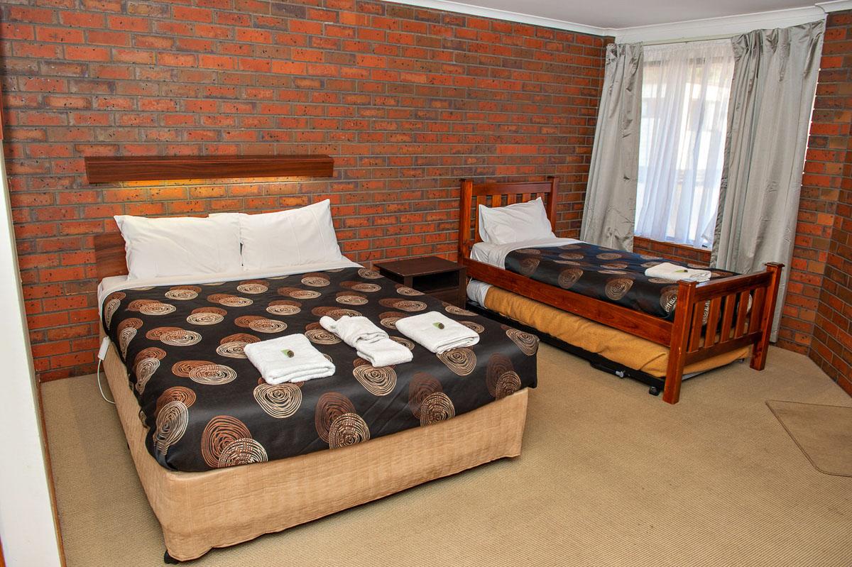 Motel family - the 2 beds Maryborough