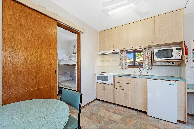 Maryborough CABIN - INT EN-SUITE 4-6 BERTH internal kitchen