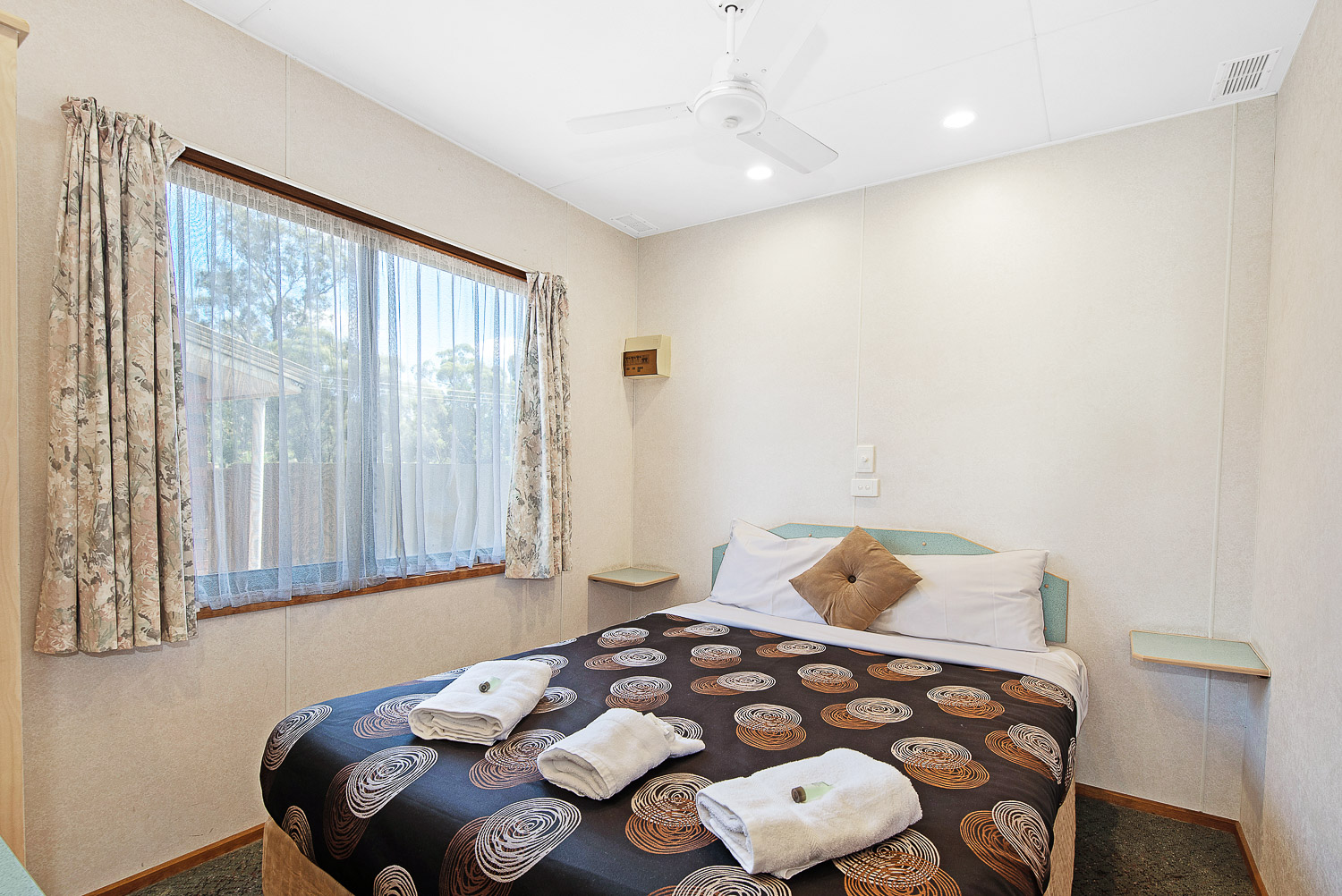 DELUX VILLA - 2 BERTH cabin at Golden Country Motel Maryborough