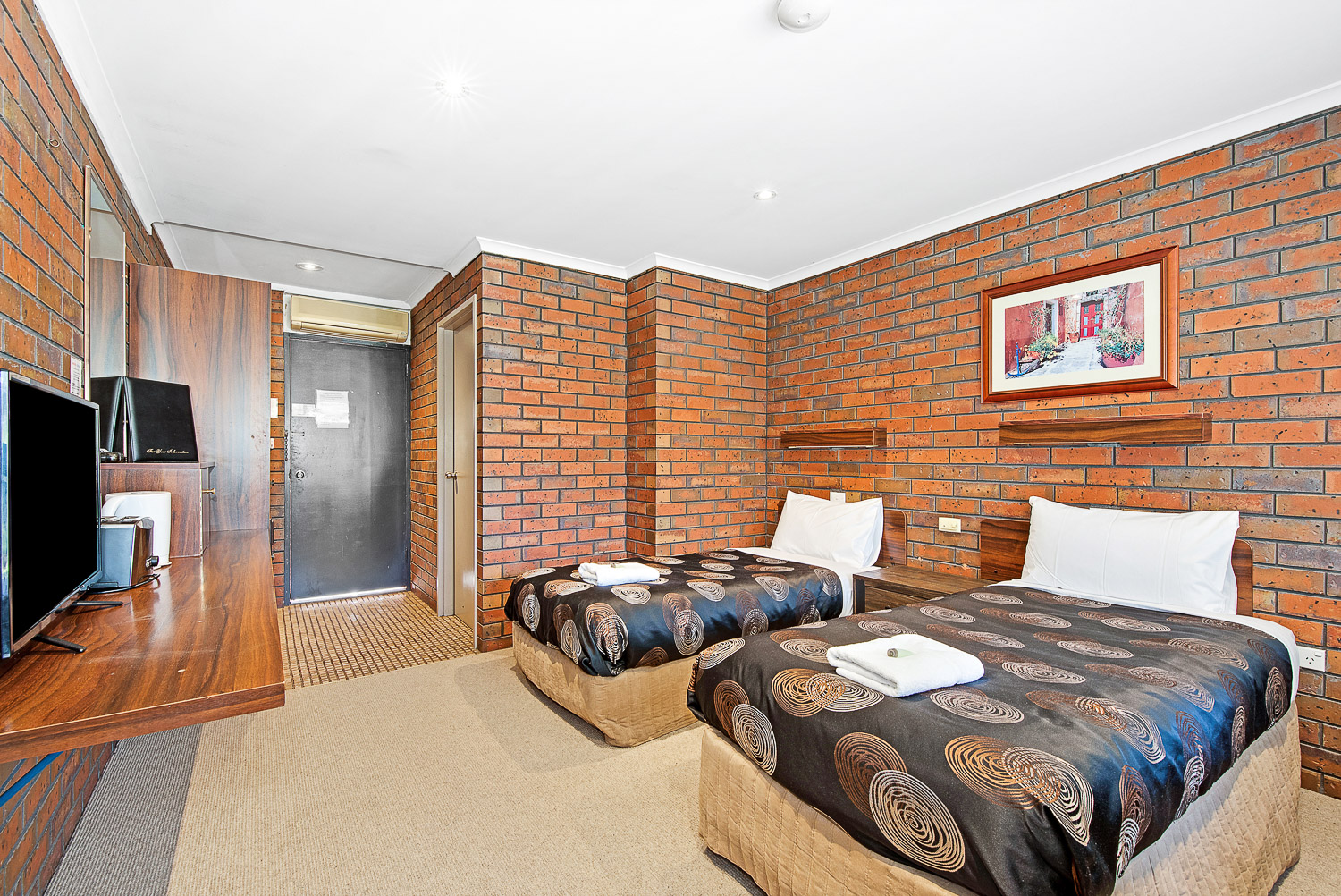 MOTEL TWIN SINGLE room at Golden Country Motel Maryborough