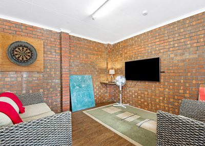 tv room at Golden Country Motel Maryborough